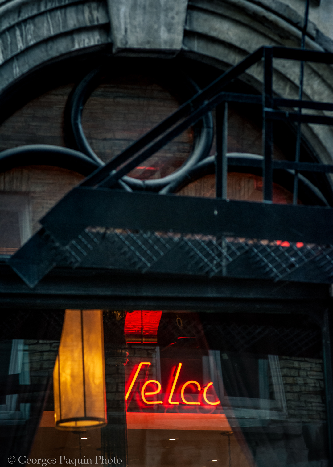 Photo de nuit dans le Vieux-Montréal